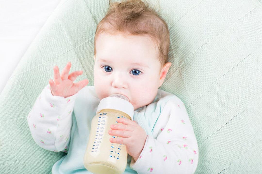 صور كيفية التخلص من الحازوقة عند الرضع , خطوات بسيطه تتبعها الام لتخلص ابها من الخازقه