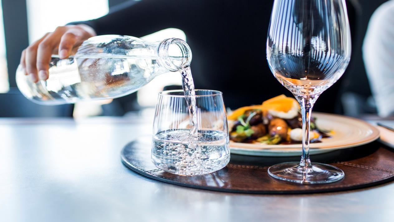 صورة هل شرب الماء بعد الاكل يسبب الكرش , اوقات شرب الماء الصحيه