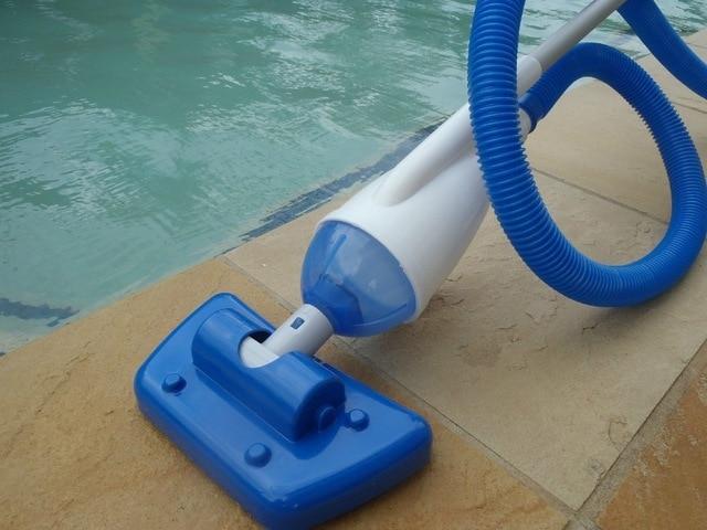 صورة تنظيف حمامات السباحة , طرق فعالة للتنظيف