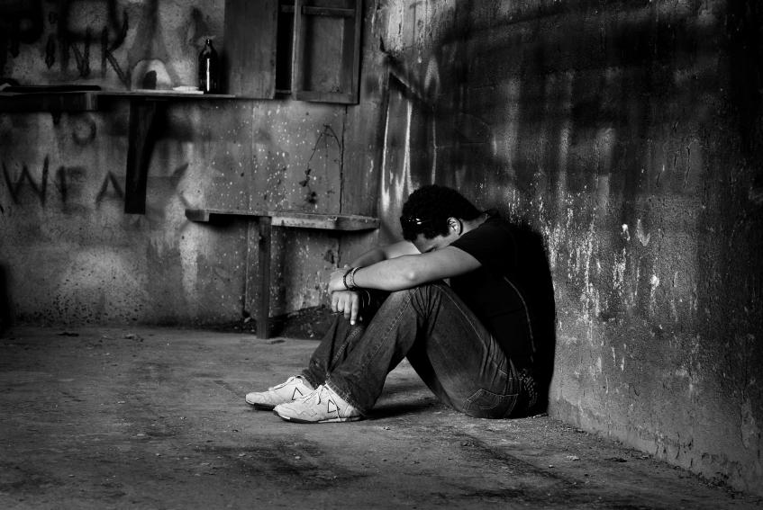 صور صور رجال حزينين , بوستات لشباب فى قمة الحزن