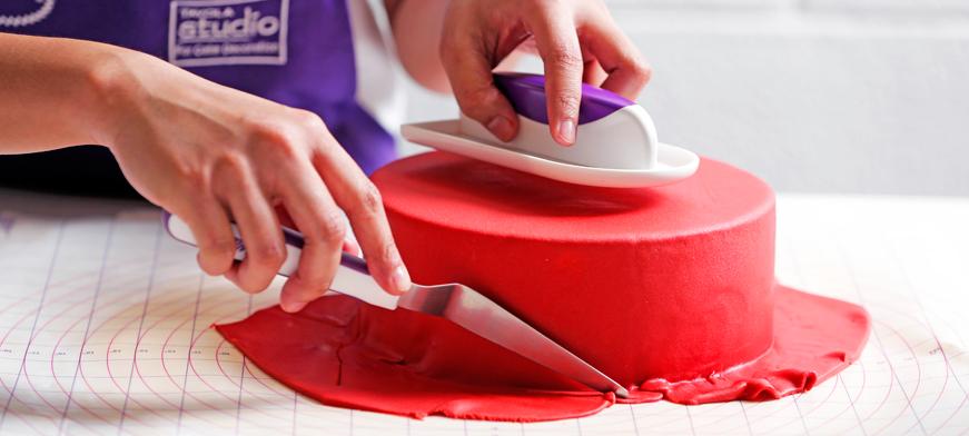صور طريقة تزيين الكيك بعجينة السكر , خطوات صنع عجينة السكر لتزين التورت
