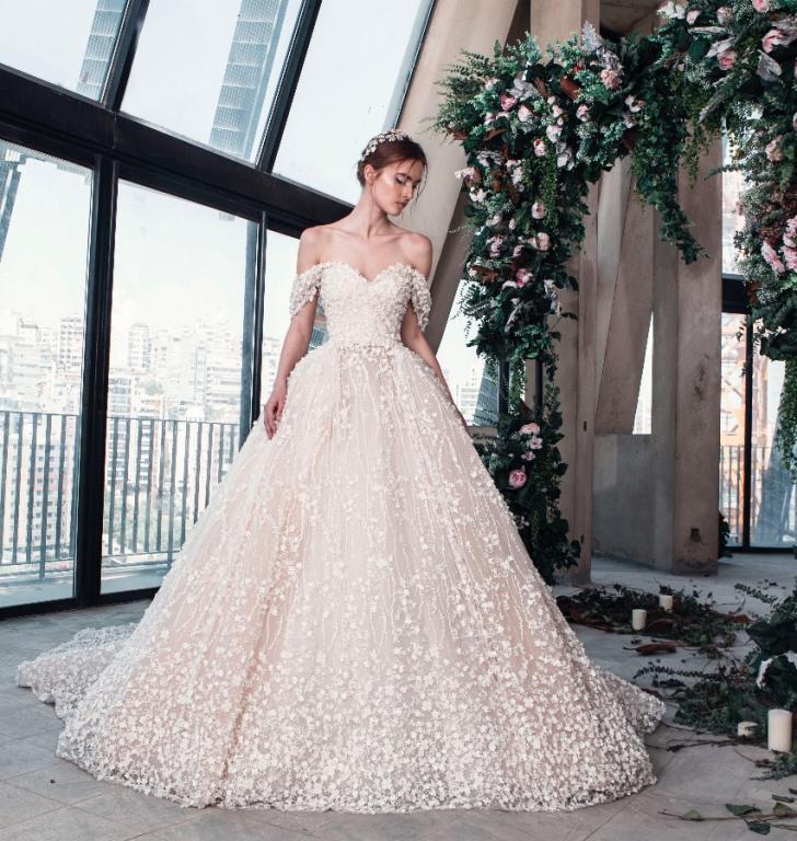 صورة اخر صيحات فساتين الزفاف 2019 , لكل عروس محتارة فى اختيار فستانها