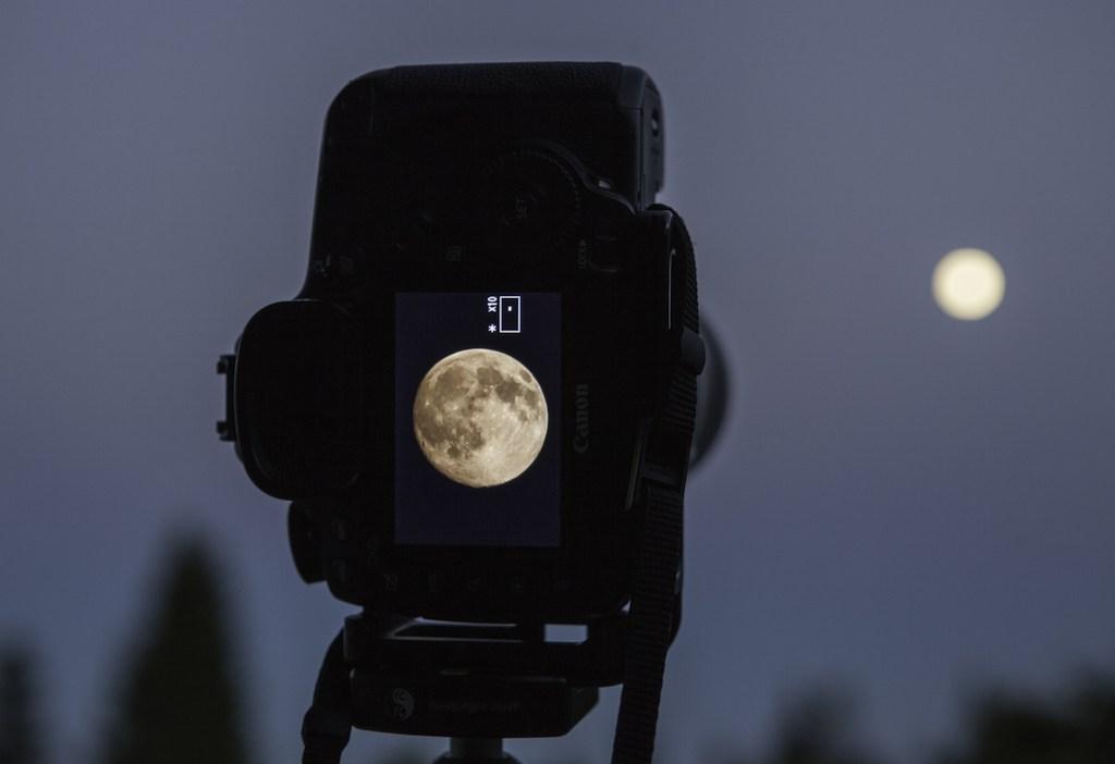 صورة اعدادات تصوير القمر , ابدا رحلة تصوير احترافية للقمر مع هذة النصائح