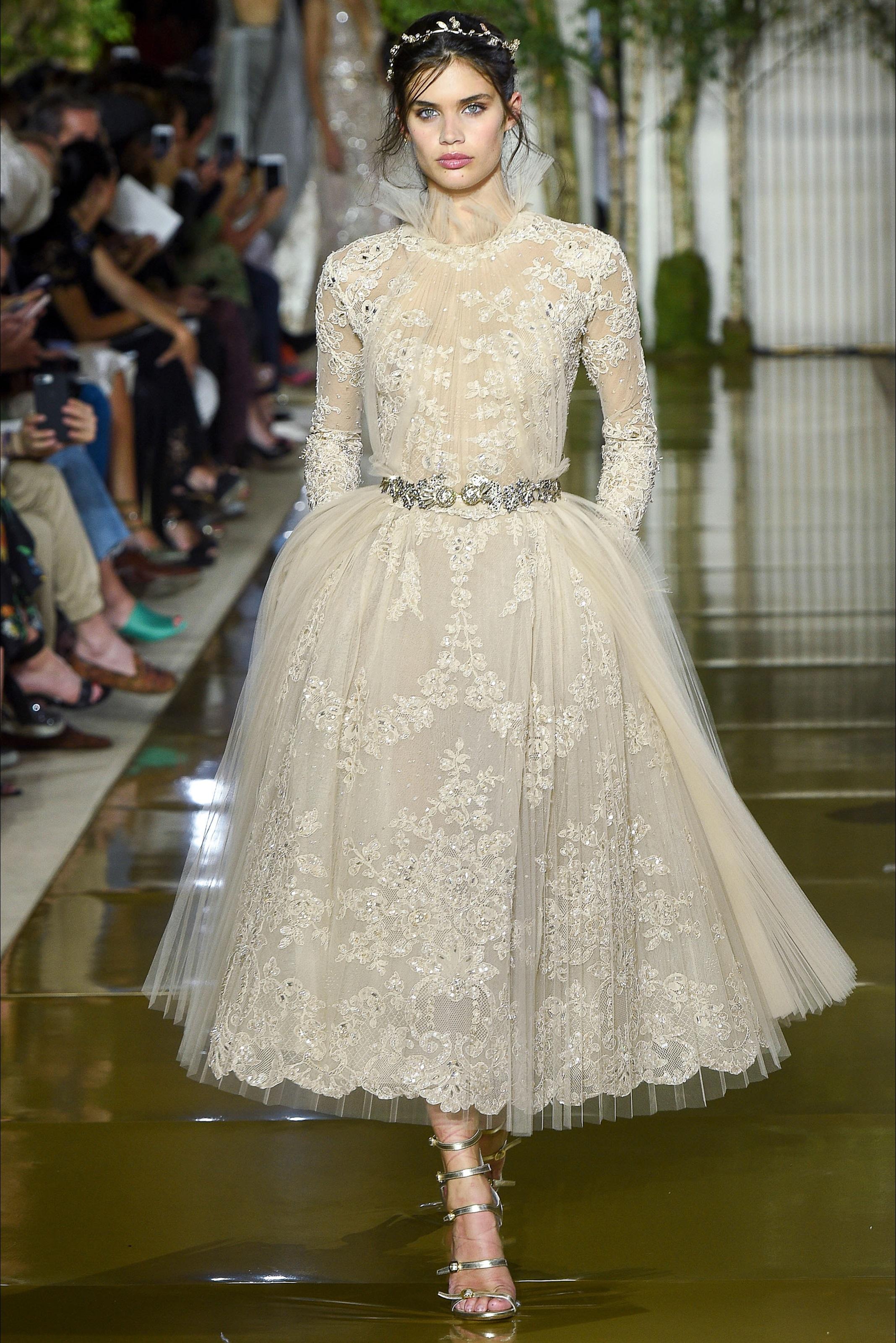 صورة تصميم فساتين زفاف , اجمل اطلالة في فرحك 5122