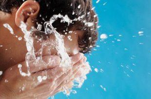 صورة تفسير حلم غسل الوجه , استخدام الماء في الحلم